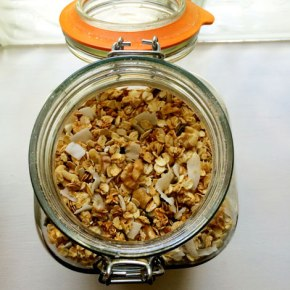 Recipe: Homemade Crunchy Granola