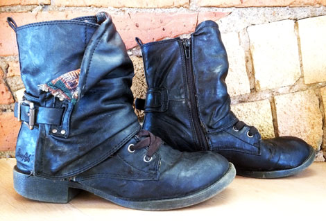 v&a-shoes-pain-and-pleasure-blowfish-ankle-boots