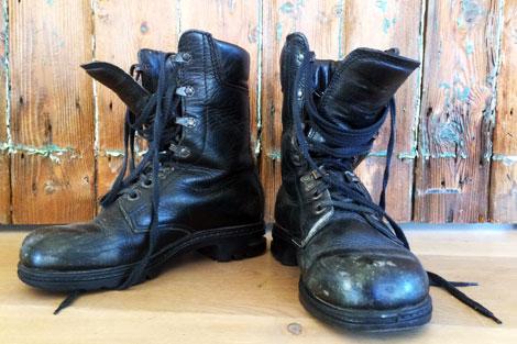 v&a-shoes-pain-and-pleasurebata-military-boots