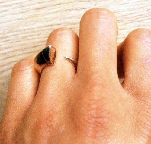 engagement-ring-tusk-Shaun-Leane