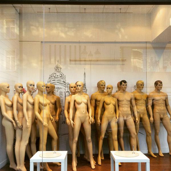 mannequins-shop-window