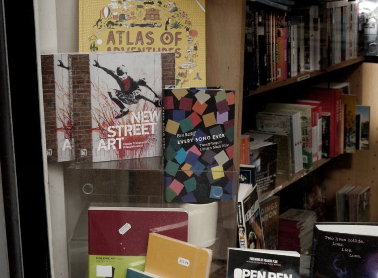new-street-art-brick-lane-bookshop-claude-crommelin