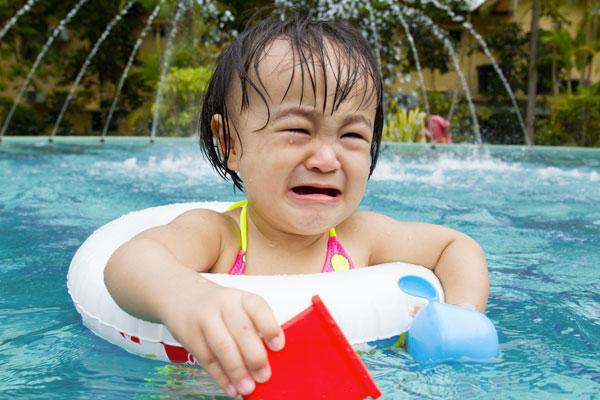 crying-girl-swimming