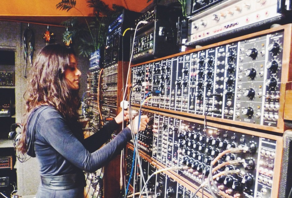 Modular synths // Dutch Girl in London