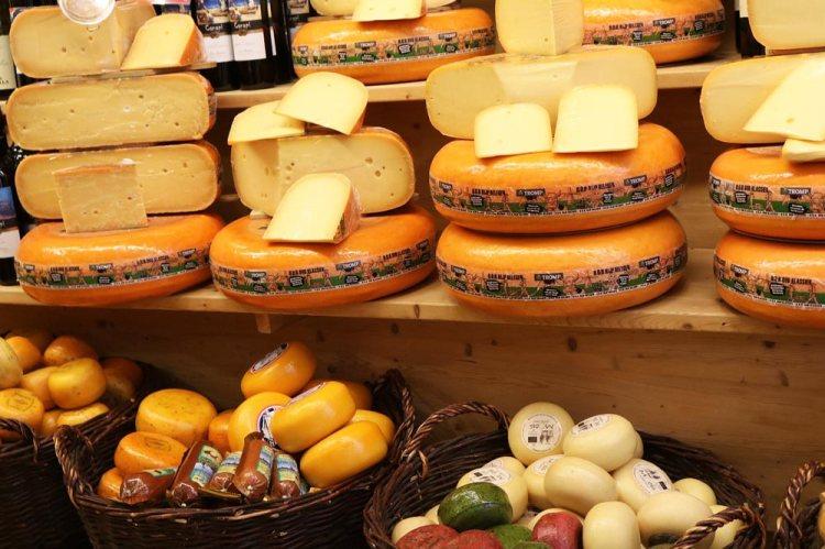 The Dutch saying 'ergens geen kaas van gegeten'