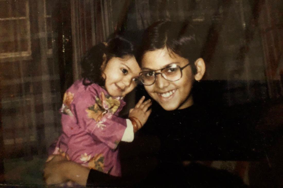 Zarina en broer toen ik kleuter was