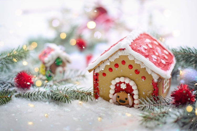 Christmas in London with kids: join a gingerbread house making workshop at Somerset House