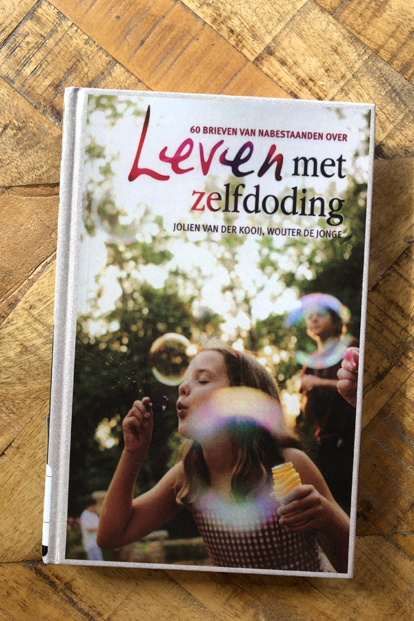 The Dutch-language book called Living with suicide contains 60 letters written by survivors of bereavement by suicide