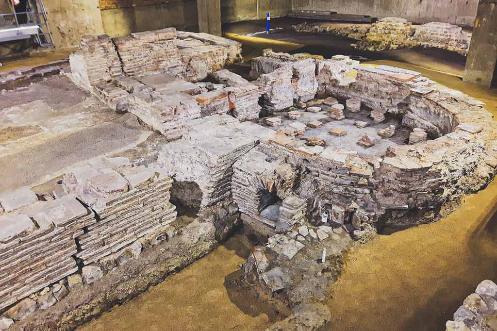 excavations of the Billingsgate Roman House and Bath in London
