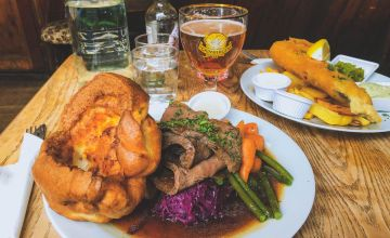 eating a Sunday roast is one of the top things to do in London on a Sunday