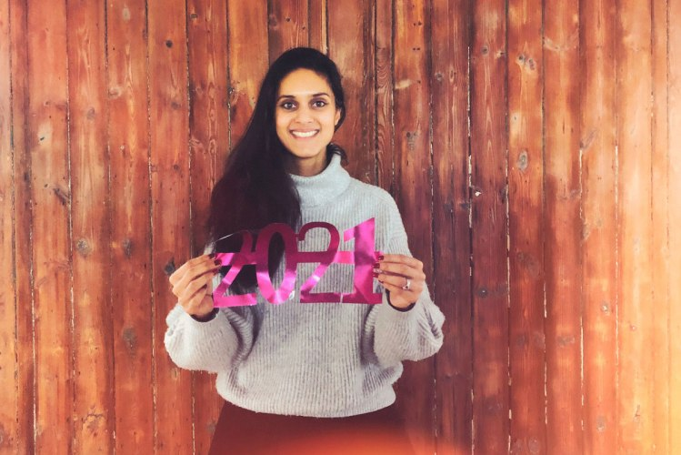 Portrait of Zarina holding a sign for 2021 in her hands